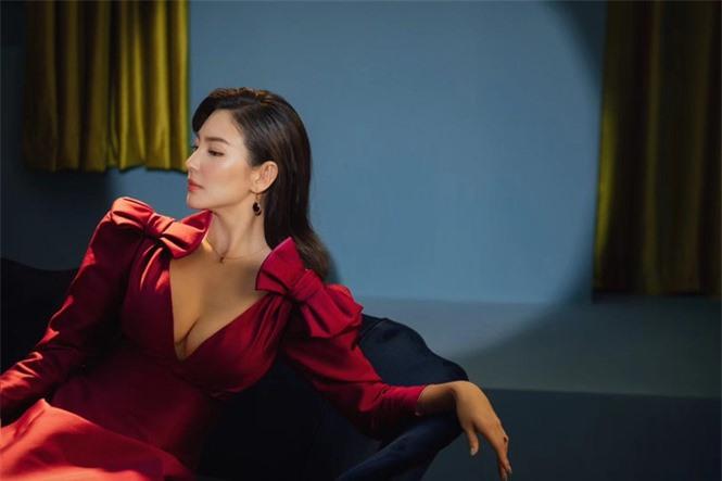 Người đẹp phim 'Mỹ nhân ngư' Trương Vũ Kỳ mặc đầm khoét sâu vòng 1 - ảnh 4