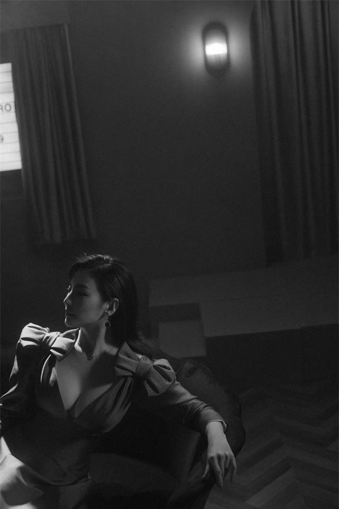 Người đẹp phim 'Mỹ nhân ngư' Trương Vũ Kỳ mặc đầm khoét sâu vòng 1 - ảnh 6