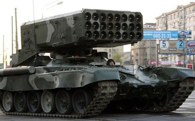 """""""Tăng phun lửa"""" TOS-1 loại vũ khí bị nhiều quốc gia cho là vũ khí """"vô nhân đạo"""" chuẩn bị được Nga đưa tới Al-Qamishli? Nguồn: Sohu"""