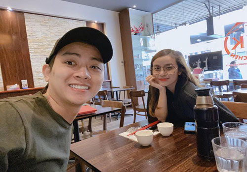Giữa tháng 7/2019, Hoài Lâm bất ngờ xác nhận anh đăng ký kết hôn với Bảo Ngọc và cặp đôi có 2 cô công chúa. Mới đây, loạt khoảnh khắc đáng yêu của bé Cún Cún được Bảo Ngọc chia sẻ trên mạng xã hội khiến nhiều khán giả thích thú.