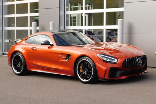 =1. Mercedes-Benz AMG GT (8,4/10 điểm).