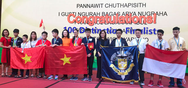 Đoàn thí sinh Việt Nam nhận giải thưởng tại Ngày hội Robothon và Wecode quốc tế 2019.