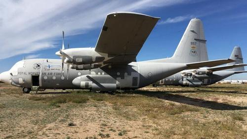 Máy bay vận tải C-130H Hercules của Không quân Hoàng gia Na Uy đang được lưu trữ tại căn cứ David-Monthan trên đất Mỹ. Ảnh: Jane's Defence Weekly.