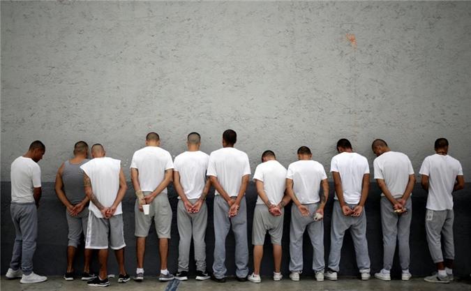 bàn thò tủ thàn trong nhà tù khét tiéng dãm máu ỏ mexico hinh anh 11