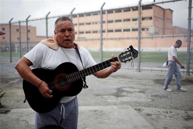 bàn thò tủ thàn trong nhà tù khét tiéng dãm máu ỏ mexico hinh anh 8