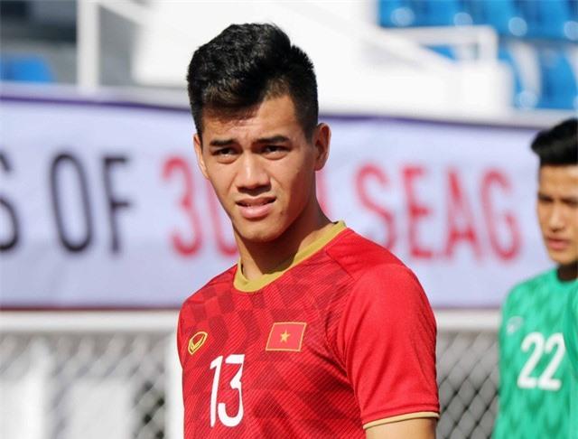 Quang Hải, Hùng Dũng ra sân tập, sẵn sàng thi đấu với U22 Lào - Ảnh 1.