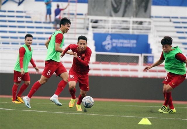 Quang Hải, Hùng Dũng ra sân tập, sẵn sàng thi đấu với U22 Lào - Ảnh 10.