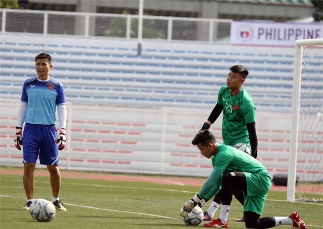 Quang Hải, Hùng Dũng ra sân tập, sẵn sàng thi đấu với U22 Lào - Ảnh 3.
