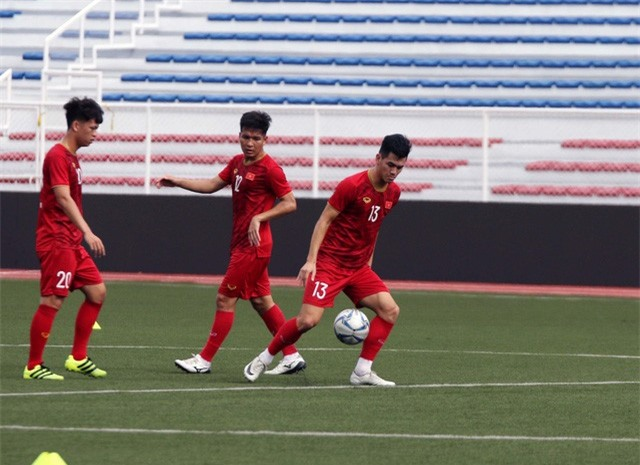Quang Hải, Hùng Dũng ra sân tập, sẵn sàng thi đấu với U22 Lào - Ảnh 4.