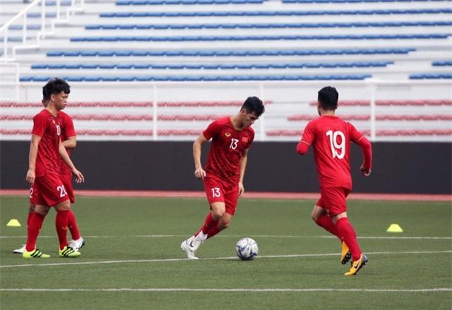 Quang Hải, Hùng Dũng ra sân tập, sẵn sàng thi đấu với U22 Lào - Ảnh 5.
