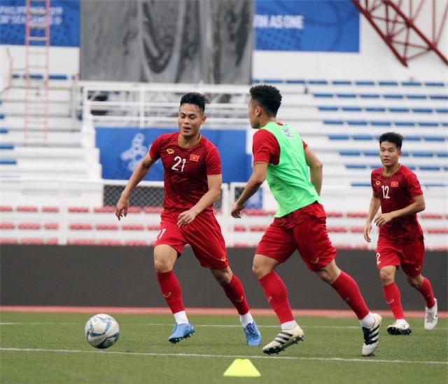 Quang Hải, Hùng Dũng ra sân tập, sẵn sàng thi đấu với U22 Lào - Ảnh 8.