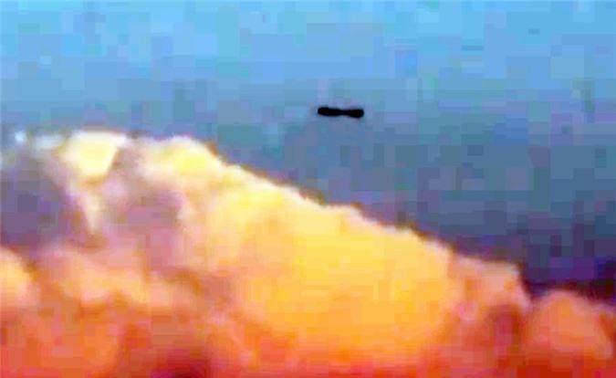 Xon xao UFO hinh dieu xi ga luon lo tren may-Hinh-2