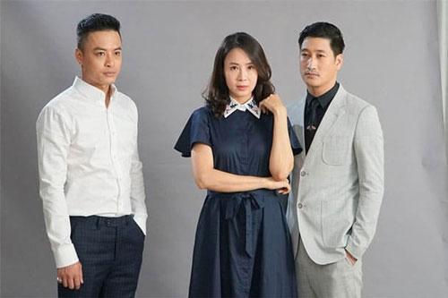 Hồng Đăng, Hồng Diễm và Ngọc Quỳnh (từ trái sang) - bộ ba diễn viên phim 'Hoa hồng trên ngực trái'.