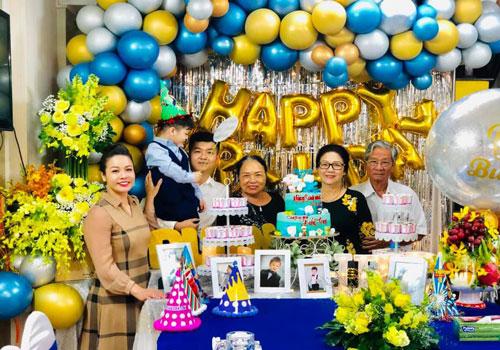 Fan từng hy vọng Nhật Kim Anh hàn gắn với chồng cũ khi cả hai xuất hiện tình cảm trong buổi tiệc sinh nhật của con trai hồi tháng 9 vừa qua. Ảnh: FBNV.