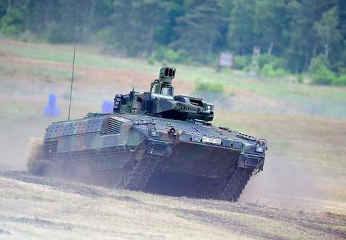 Theo xếp hạng của Viện nghiên cứu hòa bình quốc tế Stockholm, Rheinmetall của Đức có quy mô lớn thứ 25 thế giới trong lĩnh vực sản xuất vũ khí với doanh thu 3,4 tỷ USD. Đây là tập đoàn chuyên thiết kế và sản xuất các loại phương tiện thiết giáp, bọc thép. Nguồn ảnh: BI.