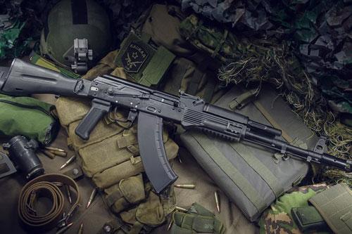 Hiện tại, Nga và Saudi Aranbia vẫn tiếp tục làm việc để tìm được tiếng nói chung trong thương vụ đặt nhà máy sản xuất súng trường tấn công AK-103 tại quốc gia Ả Rập này.