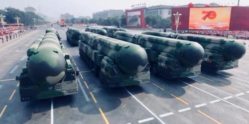 Tên lửa đạn đạo liên lục địa DF-41 của Trung Quốc trong lễ duyệt binh ngày 1/10/2019. Ảnh: CCTV.