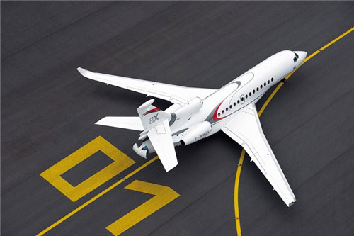 Chiếc Falcon 8X có chiều dài 24,5 m, chiều rộng sải cánh 26,3 m, chiều cao 7,9 m, khoang hành khách dài 13 m. Một doanh nhân người Việt đang sở hữu mẫu máy bay riêng này theo nguồn tin thân cận với Falcon.