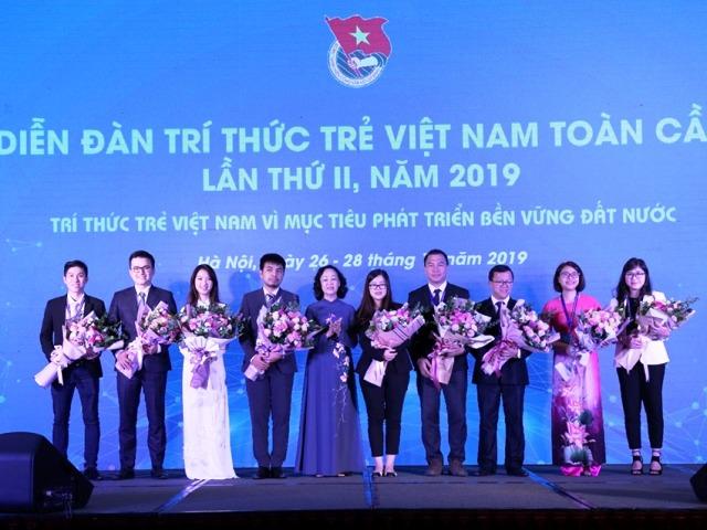 Đồng chí Trương Thị Mai, Ủy viên Bộ Chính trị, Bí thư Trung ương Đảng, Trưởng Ban Dân vận Trung ương phát biểu tại diễn đà