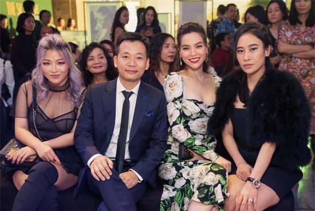 Hồ Ngọc Hà ôm Kim Lý ngồi xem Lệ Quyên diễn thời trang - 6