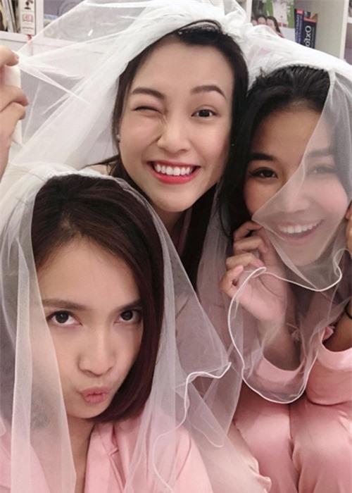 Hon phu ngoai quoc cua Hoang Oanh dien trai khong kem hot boy-Hinh-11