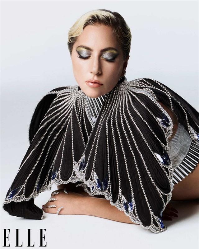 Khi Lady Gaga nổi loạn và nữ tính - Ảnh 2.