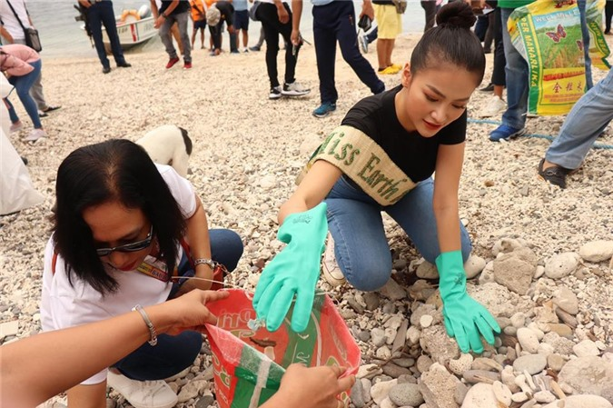 Phuong Khanh lam duoc gi sau mot nam dang quang Hoa hau Trai Dat?-Hinh-3