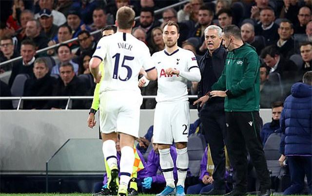 HLV Mourinho thay đổi chiến thuật mở ra cuộc lội ngược dòng cho Tottenham