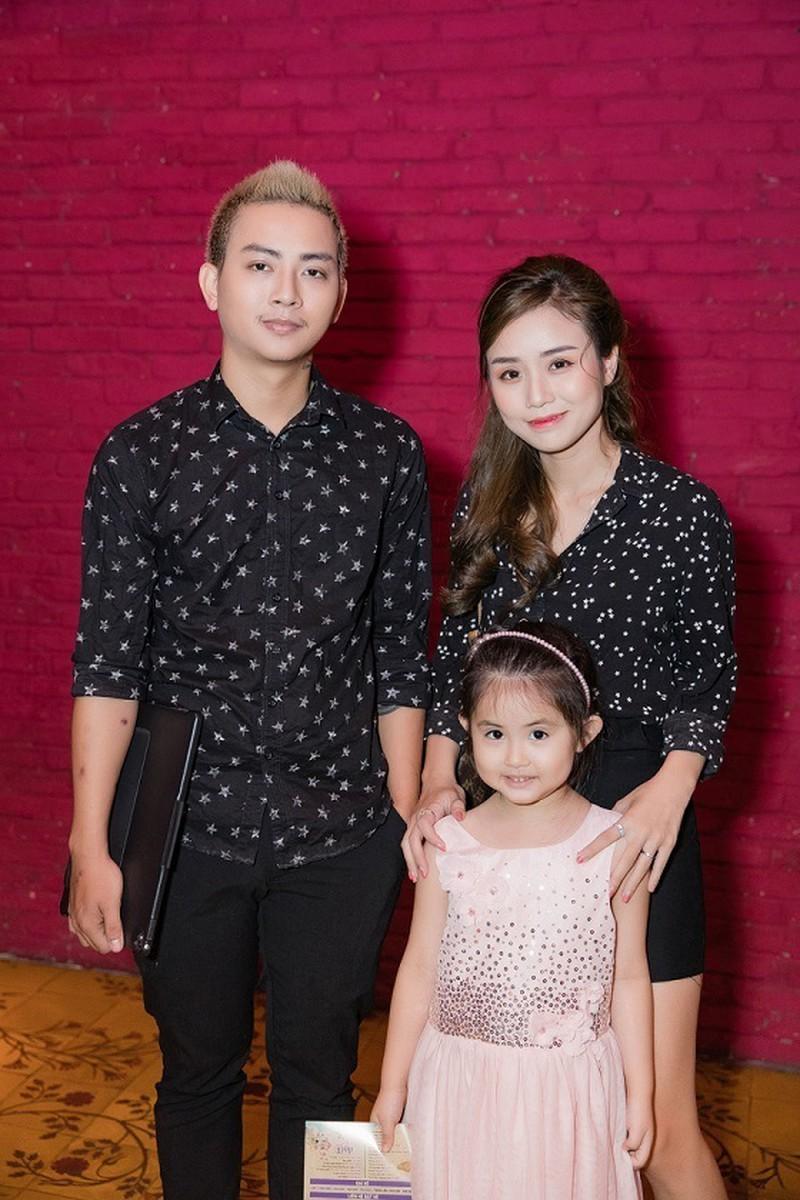 Gia đình nhỏ của Hoài Lâm khi anh cùng vợ tham gia một sự kiện gần đây.