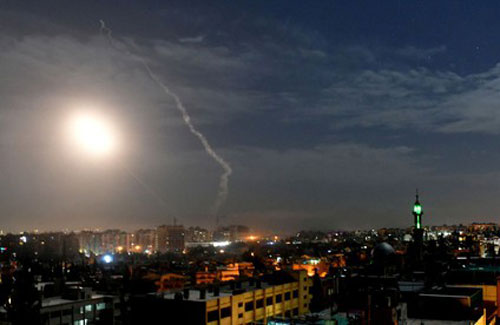Tên lửa tấn công thủ đô Damascus của Syria. (Ảnh: SANA)