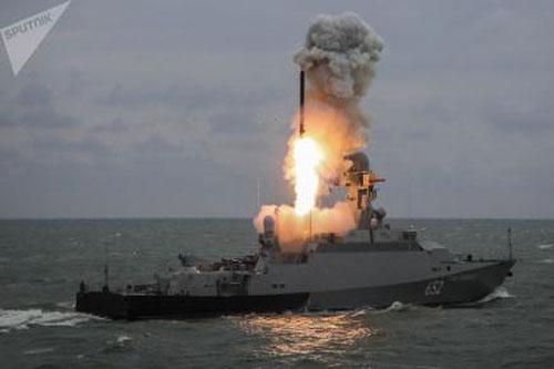 Chiến hạm Nga phóng tên lửa Kalibr.