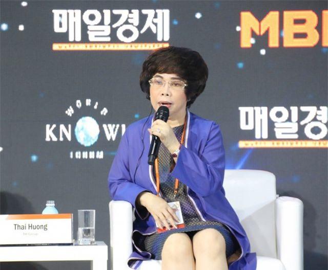 Bà Thái Hương nhận giải thưởng Nữ doanh nhân Quyền lực Asean tại Diễn đàn Tri thức Thế giới 2019 - 2