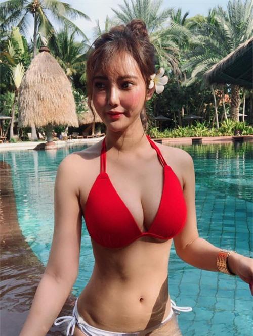 Chỉ với một bức ảnh bị chụp trộm, nữ nhân viên bán hàng bỗng chốc trở thành hot girl nổi tiếng, được so sánh xinh như Yua Mikami - Ảnh 3.