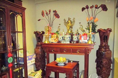 Theo quan niệm của người Phương Đông nói chung, người Việt nói riêng, phòng thờ được coi là thế giới tâm linh thu nhỏ, là nơi trang trọng và thiêng liêng nhất trong căn nhà để thờ cúng, thể hiện sự biết ơn và tưởng nhớ gia tiên, những người thân đã khuất.
