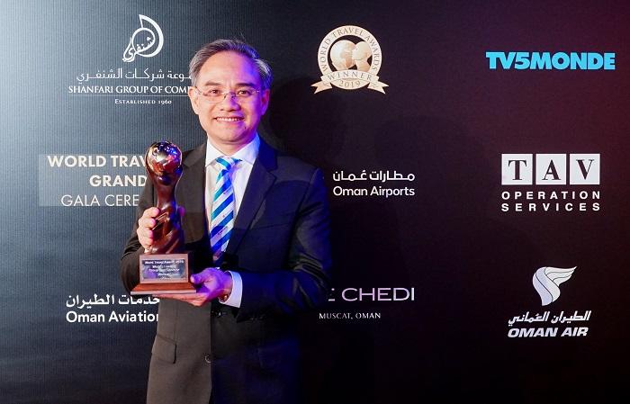 Ông Trần Đoàn Thế Duy, Thành viên HĐQT kiêm Phó Tổng Giám đốc Vietravel chia sẻ cảm xúc tại lễ nhận giải