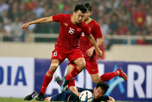 Mật độ thi đấu dày tại SEA Games 30 cùng việc chỉ được đăng ký 20 cầu thủ, HLV Park Hang-seo liên tục xoay tua đội hình. Thành Chung đã đá chính ở trận thắng Brunei 6-0, và được cho nghỉ khi U22 đánh bại Lào 6-1.