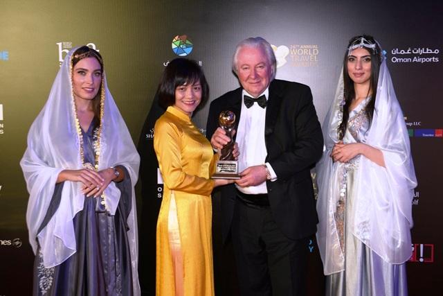 Đại diện Lãnh đạo Sun Group nhận giải thưởng Sân bay mới hàng đầu thế giới