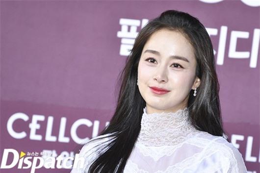 Nhan sắc nữ thần của Kim Tae Hee trong lần đầu xuất hiện sau khi sinh con thứ 2 - Ảnh 3