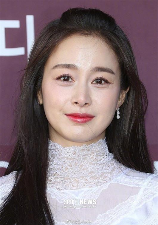 Nhan sắc nữ thần của Kim Tae Hee trong lần đầu xuất hiện sau khi sinh con thứ 2 - Ảnh 5