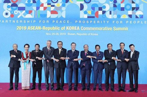 Thủ tướng Nguyễn Xuân Phúc và các nhà Lãnh đạo tại Hội nghị cấp cao ASEAN - Hàn Quốc. (Ảnh: TTXVN).
