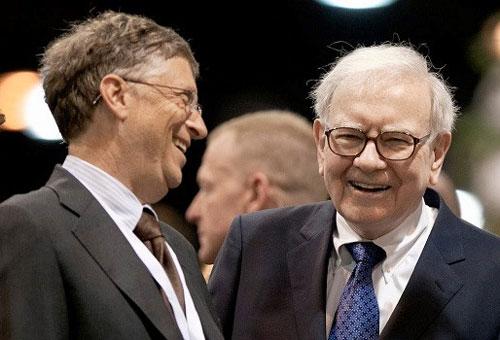 Hai tỷ phú Bill Gates và Warren Buffett. Ảnh: Nati Harnik/AP.