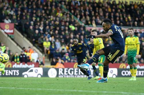Aubameyang gỡ hòa cho Arsenal. Ảnh: Getty.