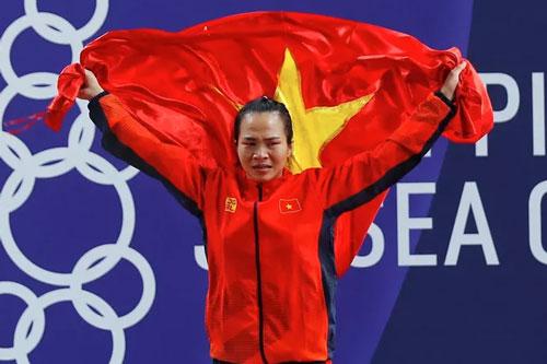 Vương Thị Huyền bật khóc sau khi giành HCV. Ảnh: VTV.