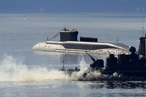 Tàu ngầm hạt nhân Knyaz Vladimir chiếc đầu tiên thuộc lớp Borei-A đã hoàn thành tất cả các cuộc thử nghiệm trên Bạch Hải, hiện đã đến căn cứ thuộc Hạm đội Phương Bắc. Trong những cuộc thử nghiệm vừa thực hiện, Hải quân Nga và nhà sản xuất đã đánh giá về tính năng vũ khí, cơ chế hoạt động và độ tin cậy của tất cả các hệ thống, và đo mức độ tiếng ồn cùng các thông số đặc biệt khác trên tàu.