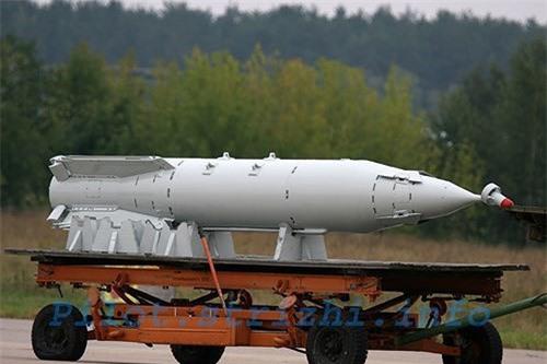 Het kien nhan voi phien quan, Nga nem sieu bom KAB-1500 xuong Syria-Hinh-12
