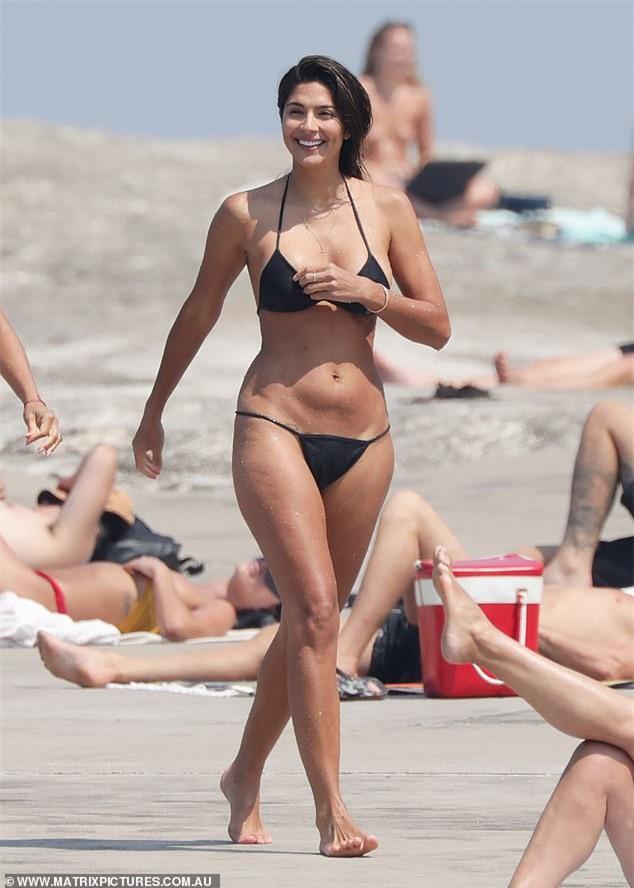 Siêu mẫu Pia Miller khoe dáng 'bỏng rẫy' với bikini - ảnh 12