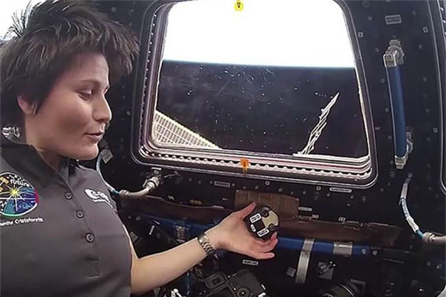 Phi hành gia Samantha Cristoforetti trên trạm ISS.