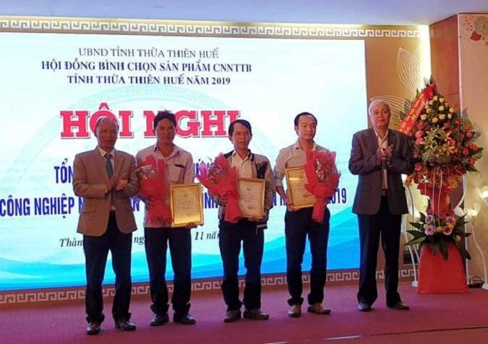 Trao giấy chứng nhận Sản phẩm công nghiệp nông thôn tiêu biểu tỉnh Thừa Thiên Huế năm 2019 cho các doanh nghiệp