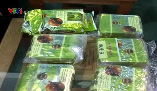 Các gói nghi là ma túy dạt vào bờ biển Quảng Trị.