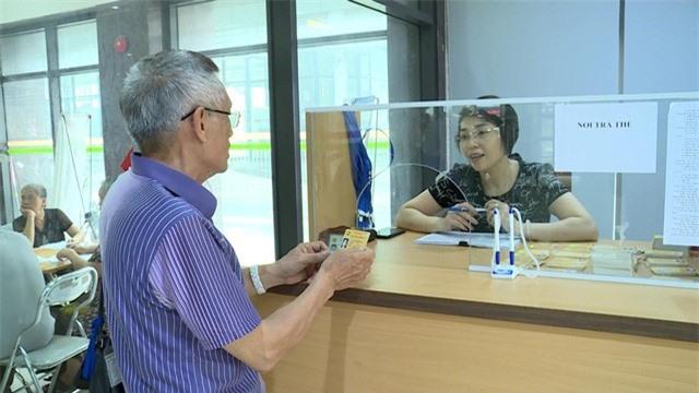Hà Nội: Người cao tuổi sẽ nhận thẻ miễn phí xe bus sau 5 ngày đăng ký - Ảnh 2.